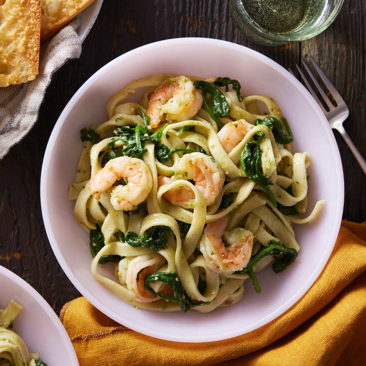 Shrimp & Pesto Fettuccine with Cheesy Garlic Bread