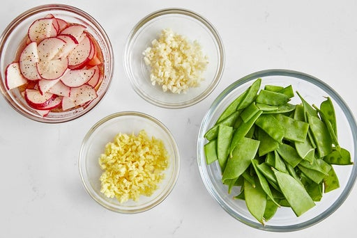 Prepare the ingredients & marinate the radishes
