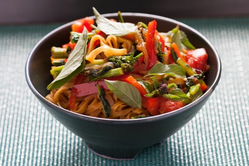 Roadside Noodles with Bell Pepper, Tomato & Broccoli Rabe
