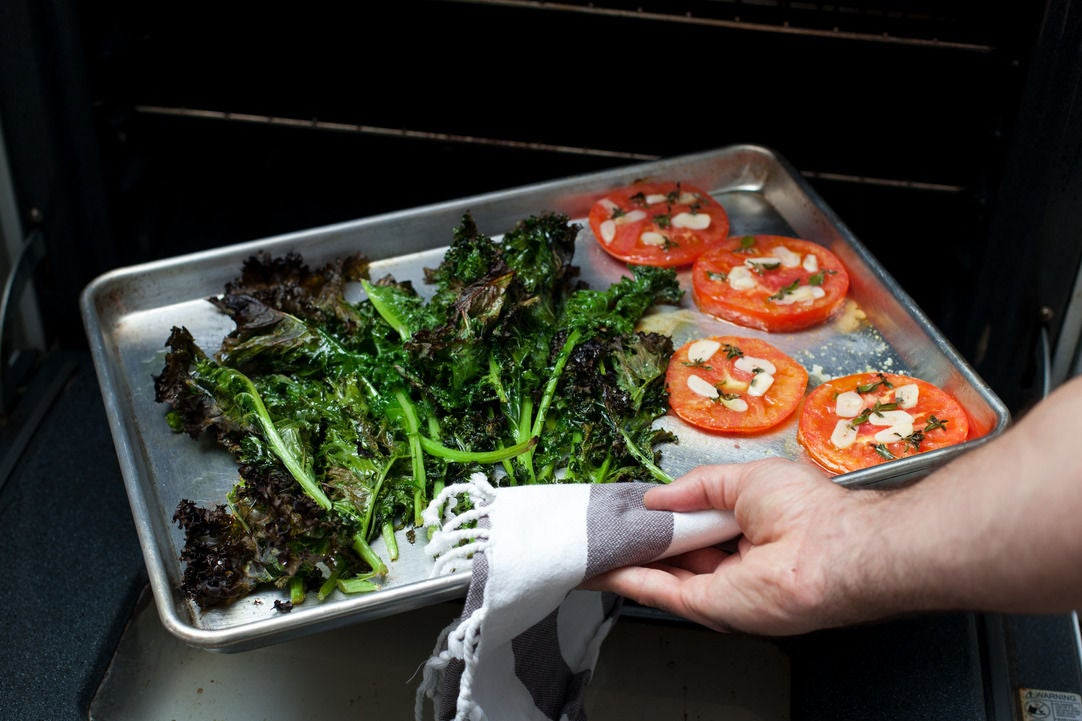 Roast the kale & tomato: