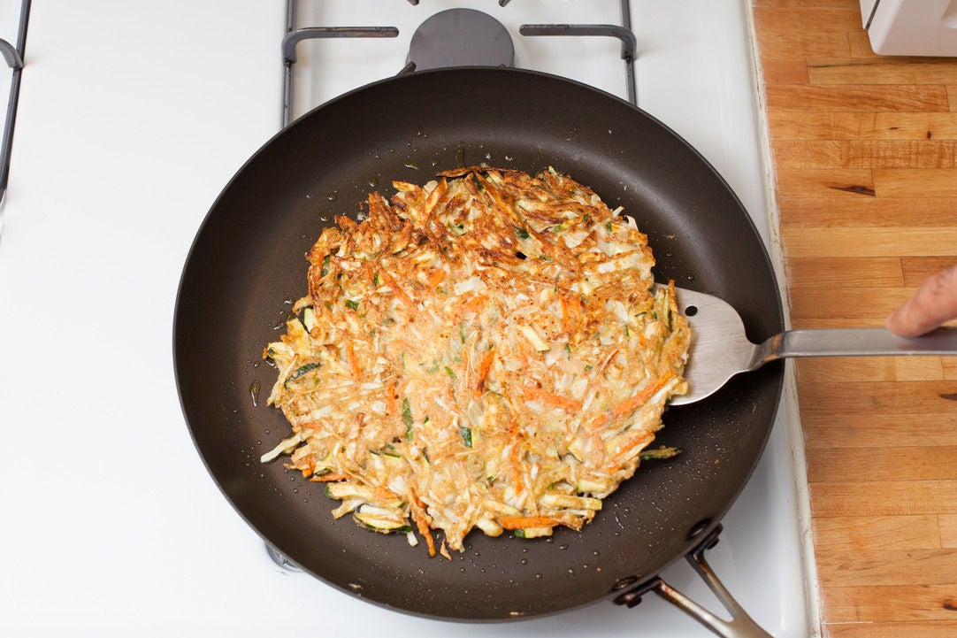 Cook the okonomiyaki: