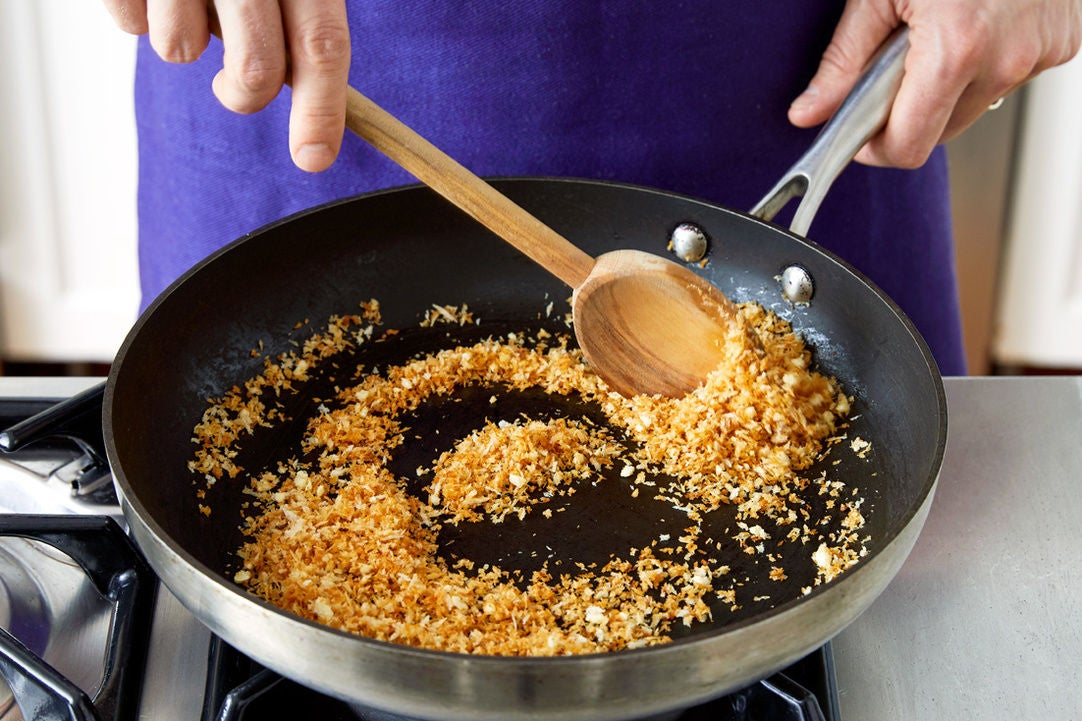 Make the garlic breadcrumbs: