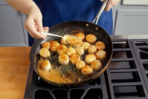 Cook the scallops & make the sauce