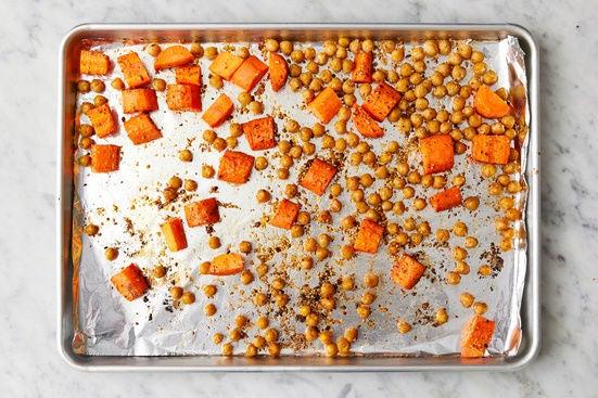 Roast the carrots & chickpeas: