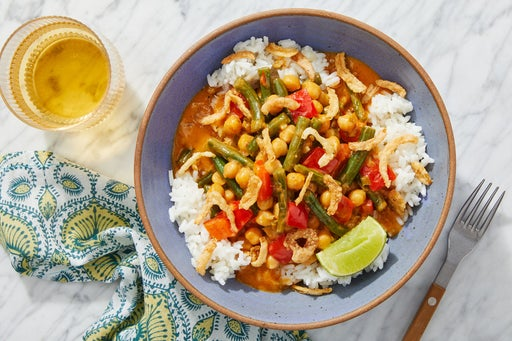 Chickpea Coconut Curry with Bell Pepper, Green Beans & Crispy Onions