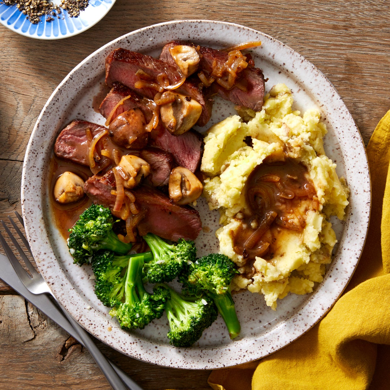 Top Chef Steak & Mushroom Sauce with Mashed Potatoes & Broccoli
