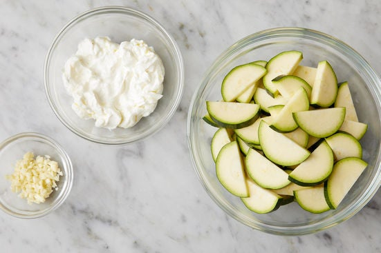 Prepare the ingredients & season the yogurt: