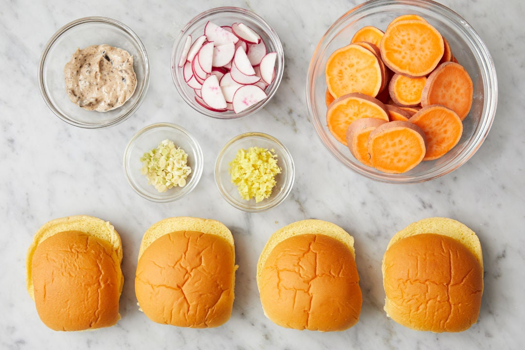 Prepare the ingredients & season the mayonnaise:
