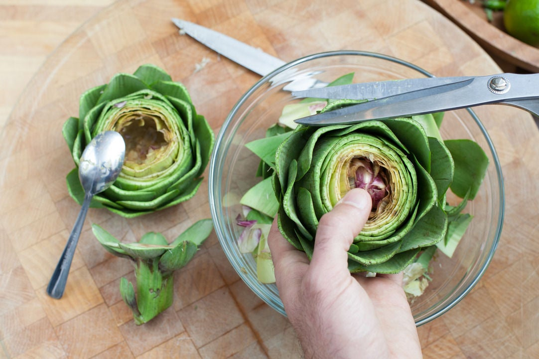 Prepare the artichokes:
