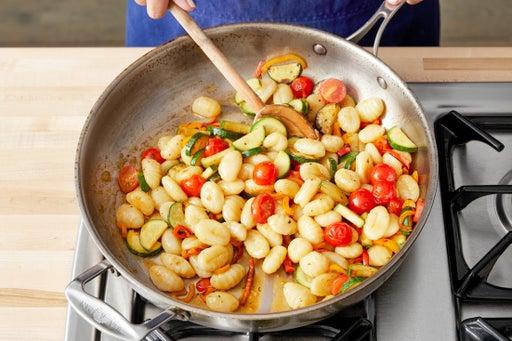 Finish the gnocchi & serve your dish
