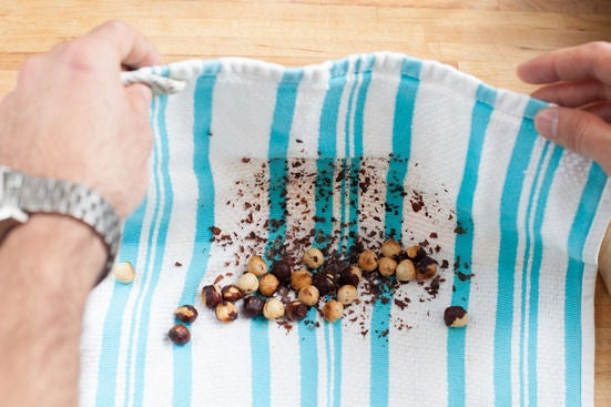 Prepare hazelnuts: