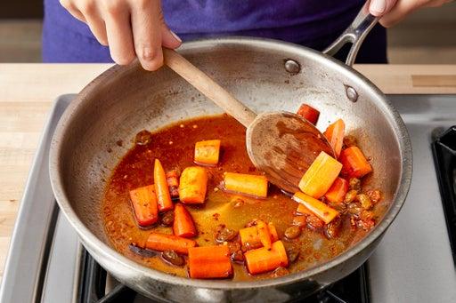 Make the carrot agrodolce: