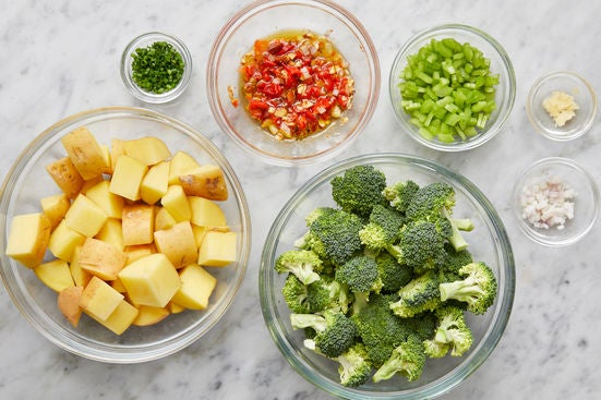 Prepare the ingredients & make the pepper relish:
