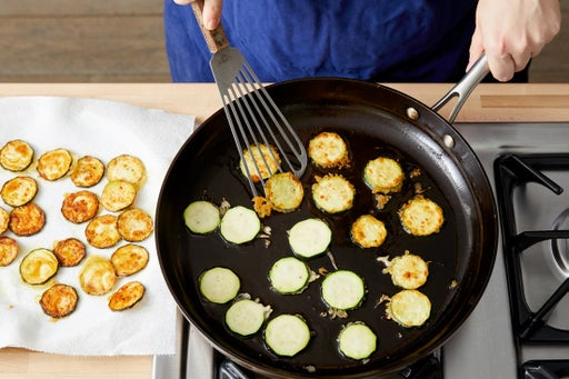 Make the tempura zucchini: