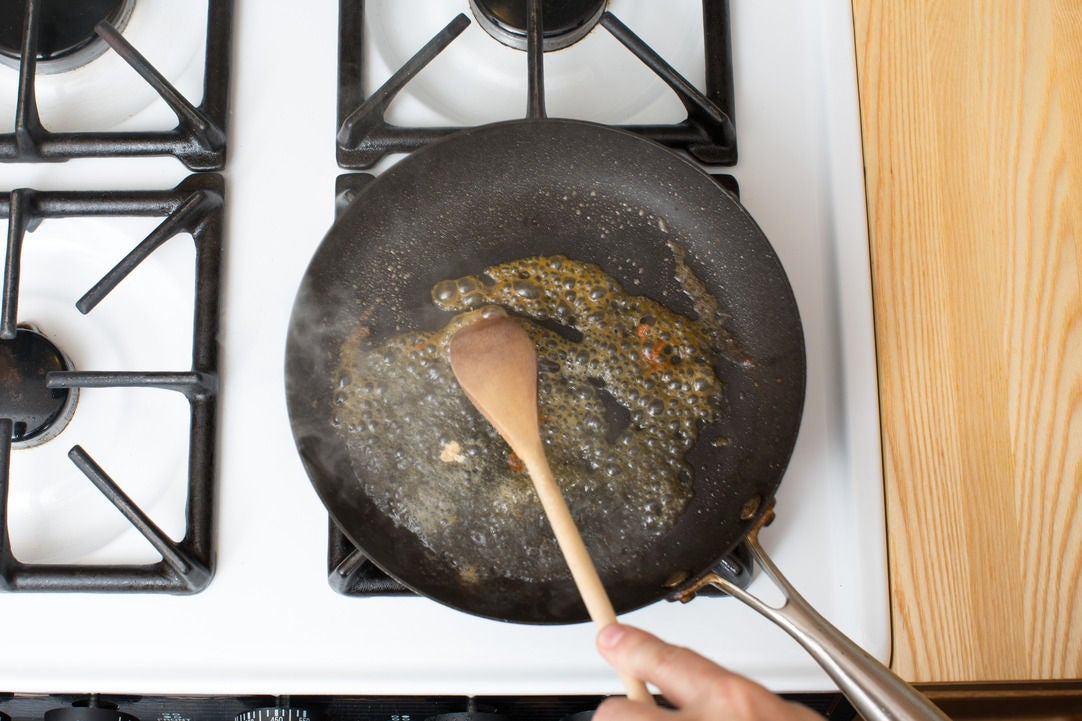 Deglaze the pan: