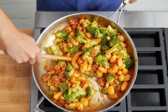 Finish the gnocchi & serve your dish: