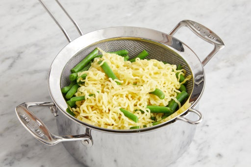 Cook the noodles & green beans:
