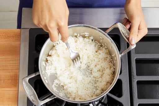 Cook the garlic rice: