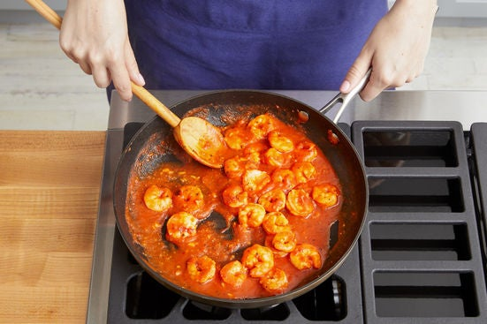 Cook the shrimp & make the sauce:
