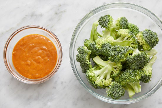 Prepare the broccoli & make the sauce:
