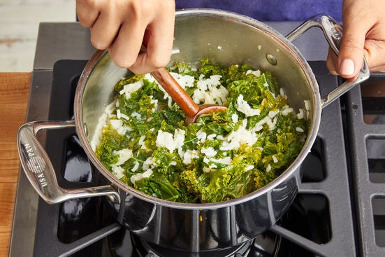 Cook the kale rice: