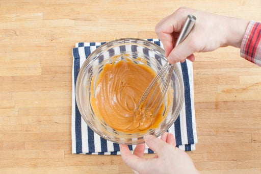 Make the peanut dipping sauce: