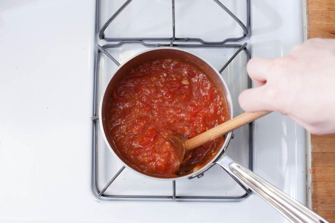 Make the tomato sauce: