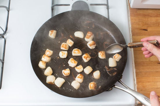 Sear the scallops:
