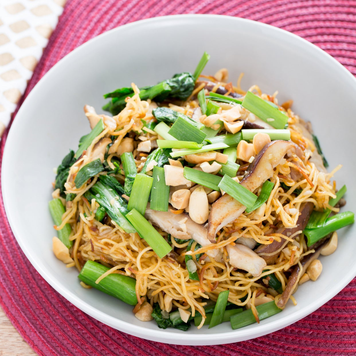 Recipe stir fried chow mein noodles with chinese broccoli chives stir fried chow mein noodles with chinese broccoli chives forumfinder