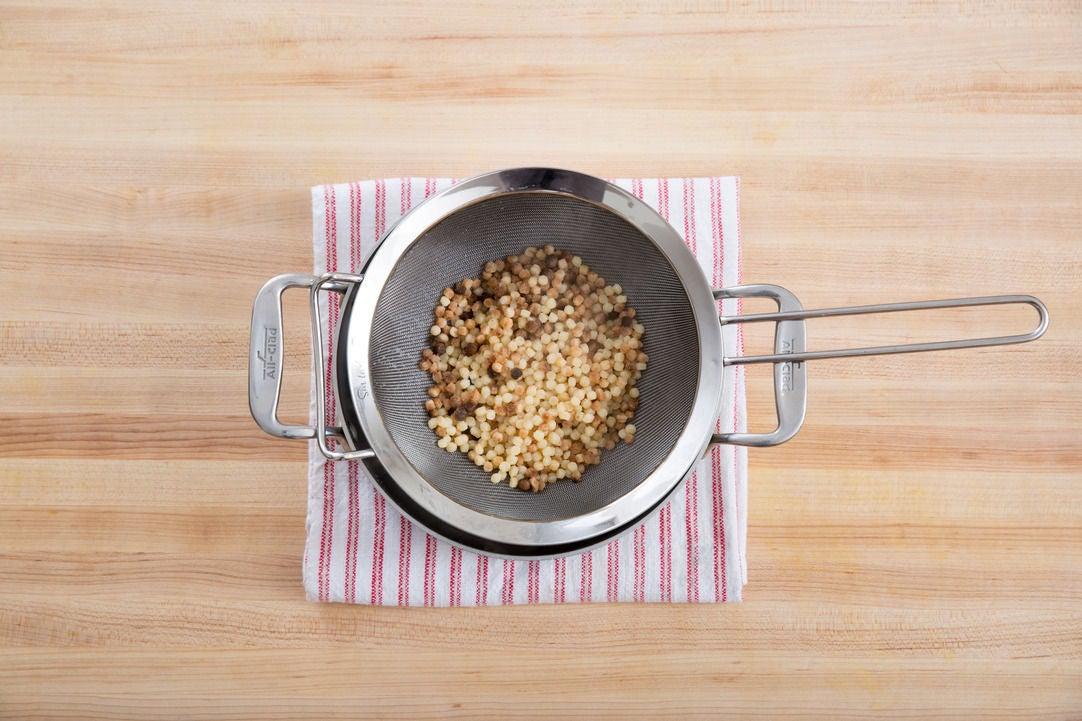 Cook the fregola sarda: