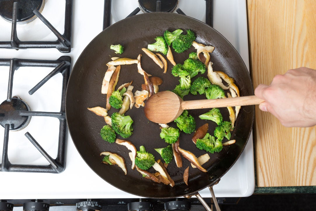 Cook the mushrooms & broccoli: