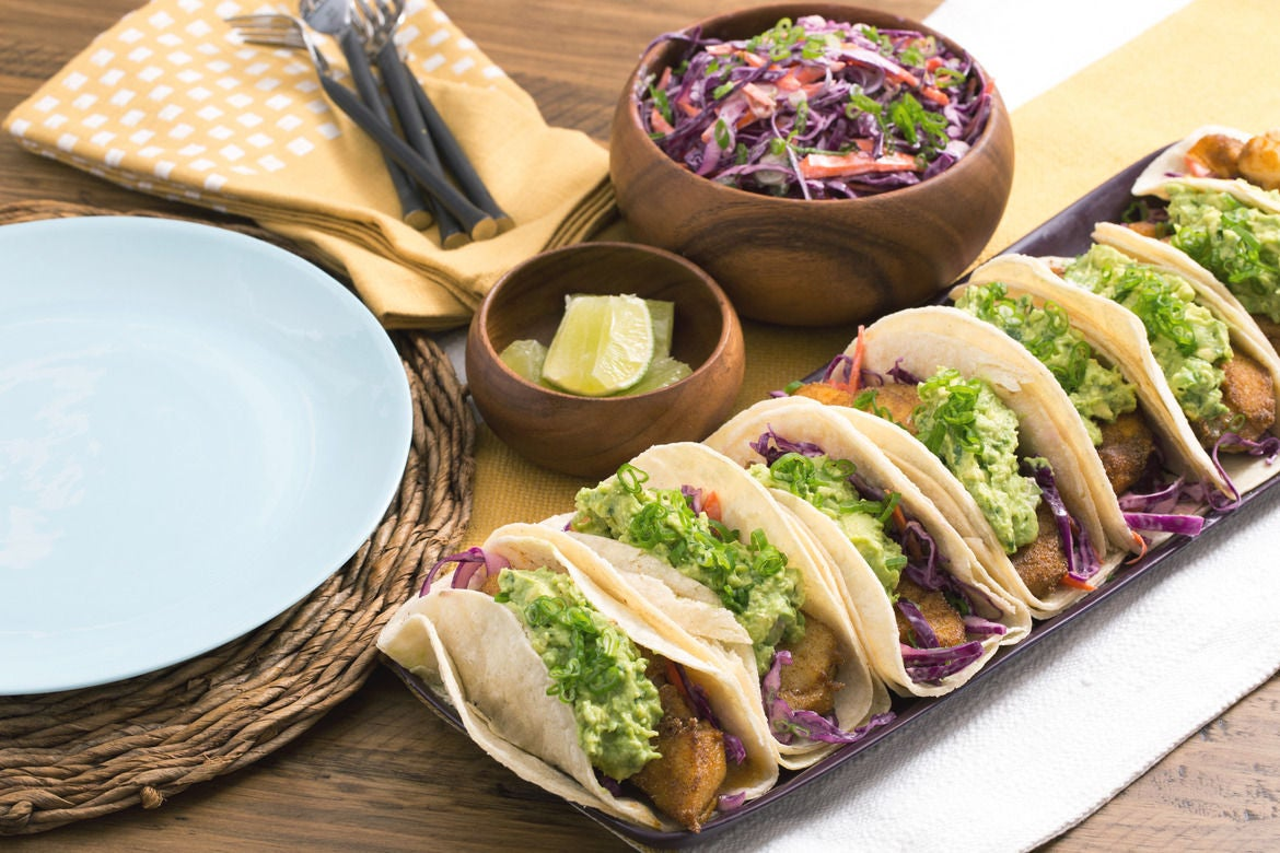 Recipe crispy fish tacos with guacamole red cabbage for Fish tacos with coleslaw