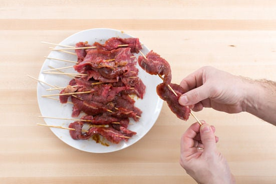 Make & marinate the beef skewers: