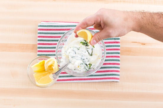 Make the yogurt sauce: