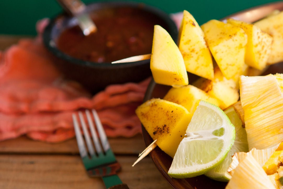 Assemble the mango skewers: